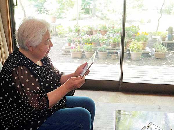 140文字の短文をインターネットに投稿する「ツイッター」を、8年前から続けている溝井喜久子さん(84歳)