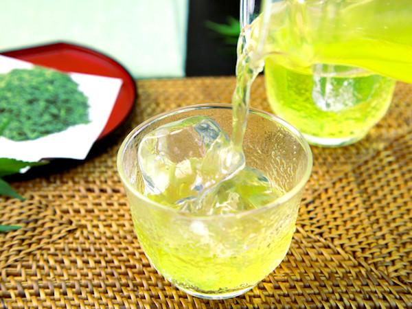 光老化とは?夏は冷たい水出し緑茶で日焼けを予防