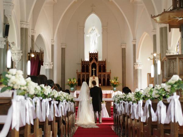 私の仕事は、結婚式の披露宴の司会でした