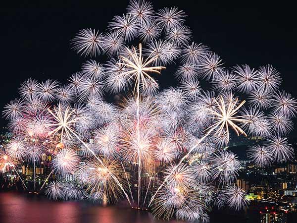 花火発祥の歴史や不思議! 種類や日本三大花火も紹介