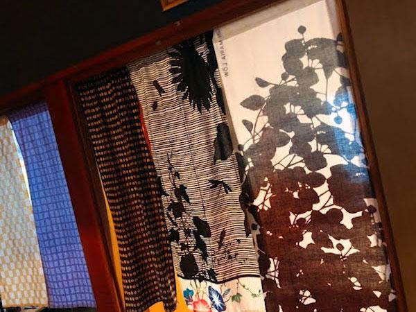 日本手ぬぐいで手軽に楽しもう、季節の着せかえのれん