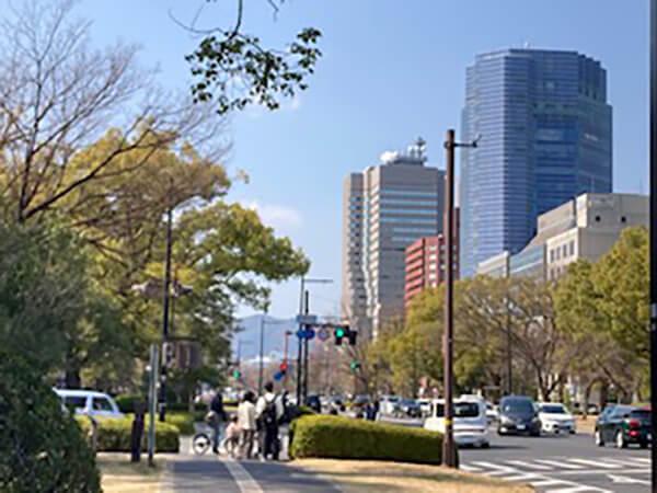 平和大通り(通称:100m道路)を歩く