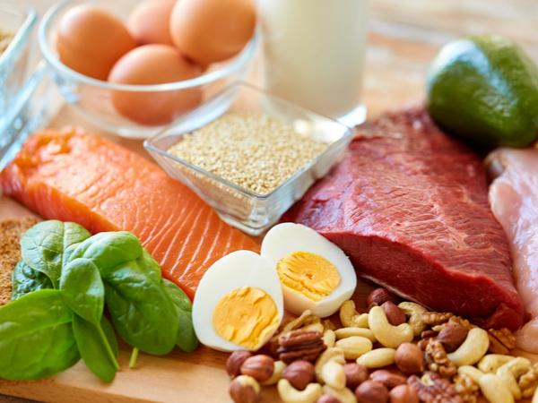 1日に摂取すべきタンパク質の量は?