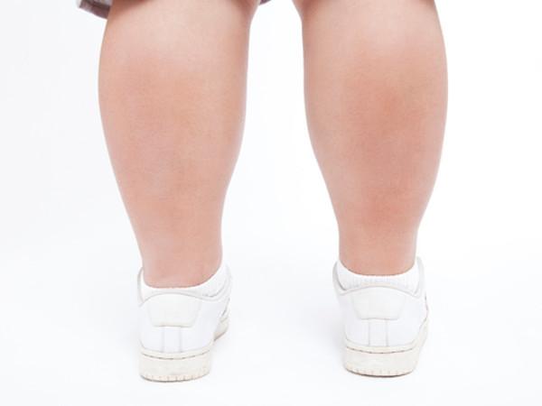 あなたの足が太いのは、ちょっとした習慣が原因かも?
