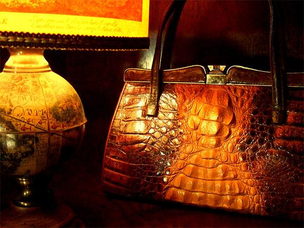 ワニ革のハンドバッグ