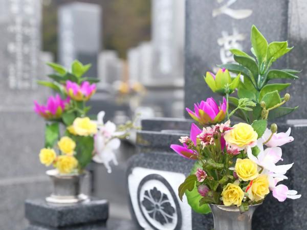お墓の掃除方法&永代供養や地域による形の違いも