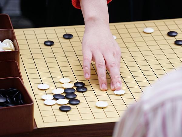 「息子に囲碁を教える」