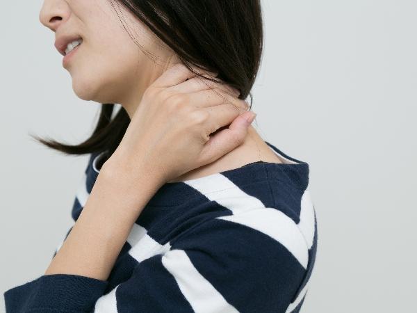 首コリの原因と対策