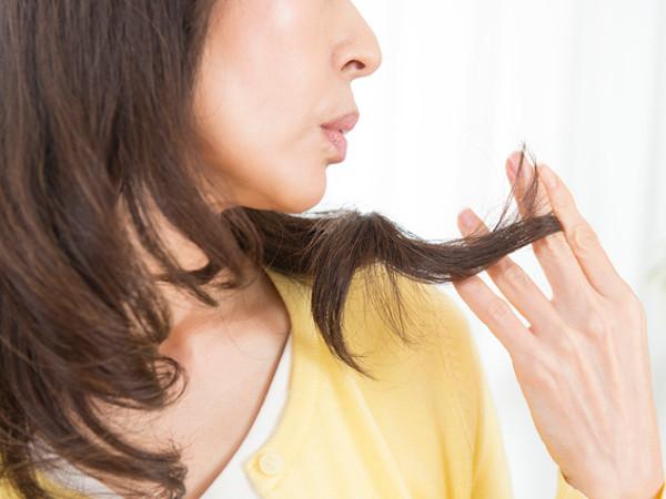 乾燥髪の原因と予防・保湿方法