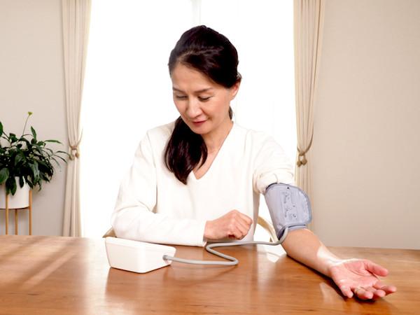 高血圧は家庭で予防&改善を!セルフケアのコツを紹介