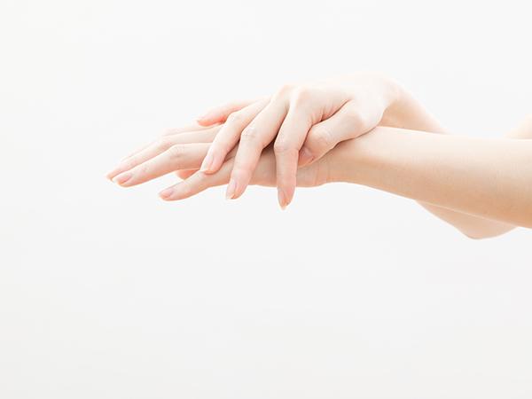 中尾慧里さん手肌UVカットアイテム紹介