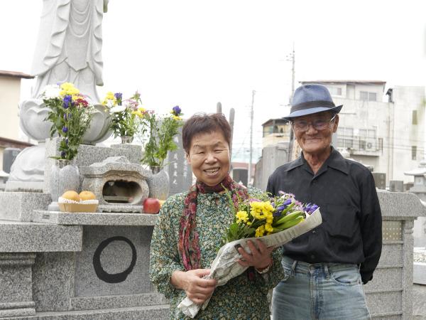 1か月前に「墓じまい」をしたばかりの大塚武夫さん・厚子さん