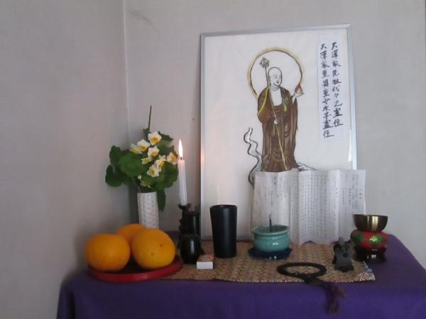 地蔵菩薩様の写仏を代用した仏壇に「般若心経」を唱えます