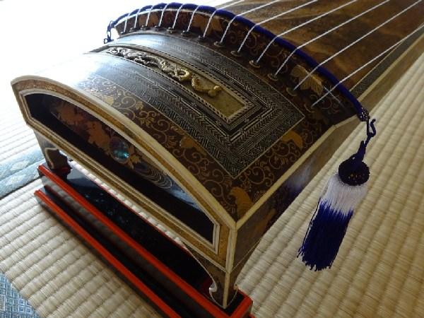江戸時代へタイムスリップ! 長磯箏を弾いてみました
