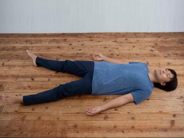 ストレスで寝られないときの考え方と横になるヨガ