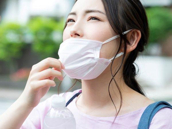 不快なマスクの湿気&ムレ対策!神アイテム5選