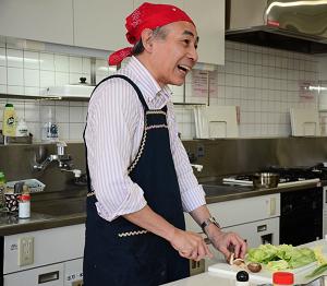 [写真]石藏先生 ※別の日の料理教室