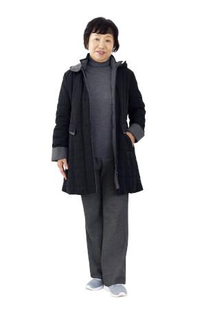 NGコーデ:カジュアルな黒コート&黒パンツ
