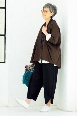 50代女性のファッションコーディネート(青木沙織さん)