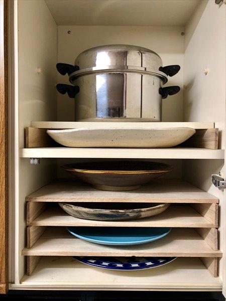 食器棚の収納アイデア:大皿の収納
