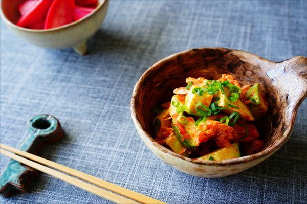 簡単サラダ!キムチ&アボカドと野菜のヘルシー和え