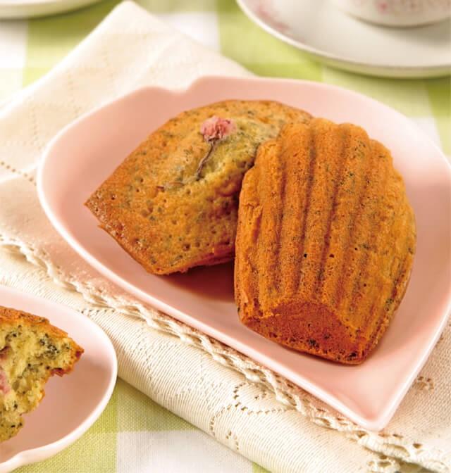 おうち花見おすすめレシピ:お茶と桜のマドレーヌ