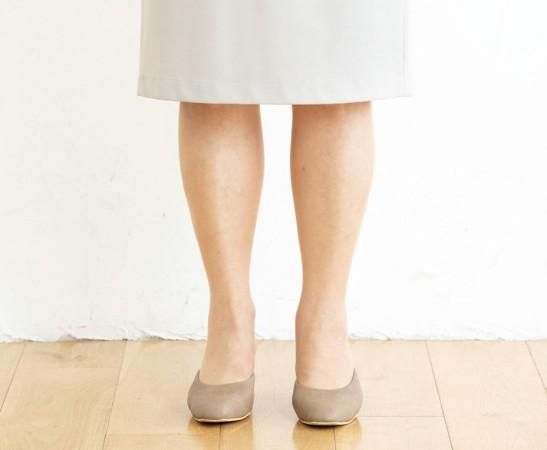 スカートの場合の立ち方NG例:仁王立ちはたくましく見える原因に