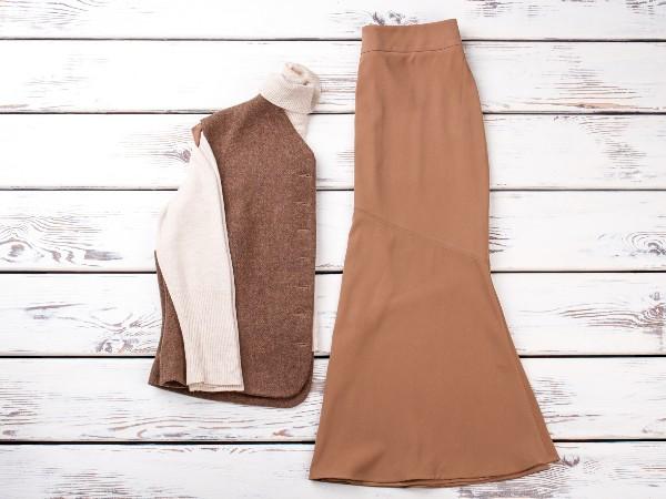 スカートが静電気で脚にまとわりつくのを防ぐ方法は?