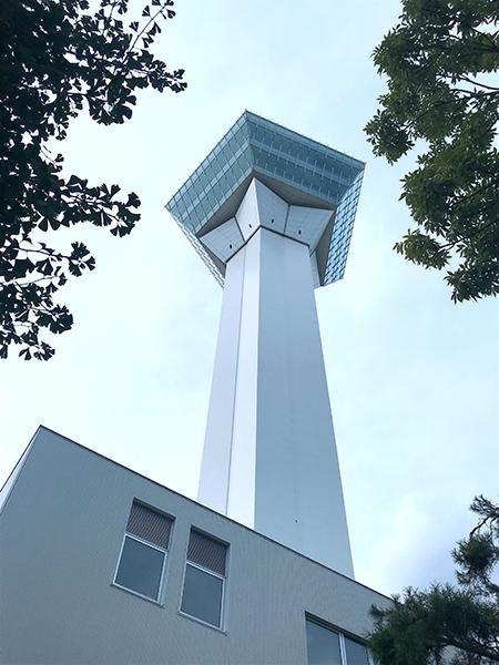 降りたバス停から見た五稜郭タワー