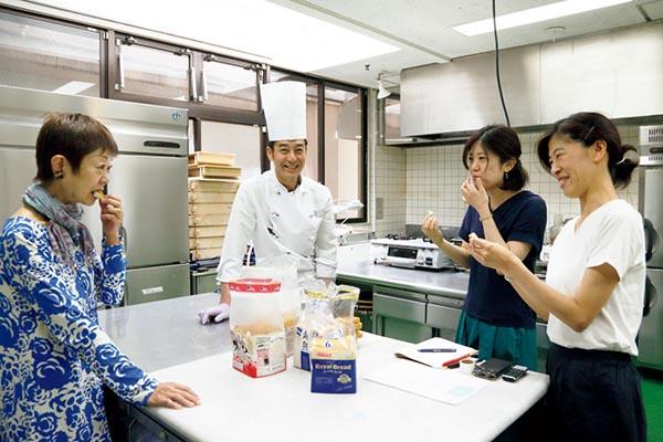 食パンの冷凍保存と解凍実験、試食を行ったメンバー