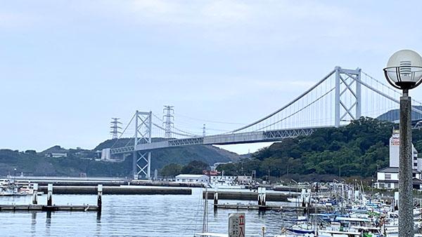 関門海峡が左手に見えてくる