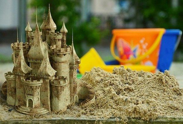 一瞬にして崩れた砂上の楼閣