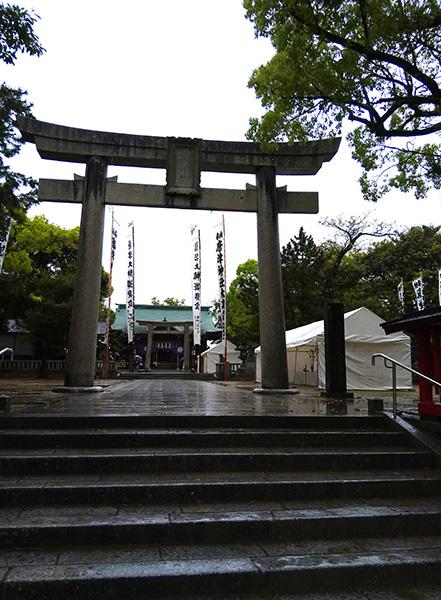 雨の唐津神社