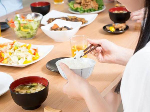 夕食も摂り方次第でストレスなくダイエットできる