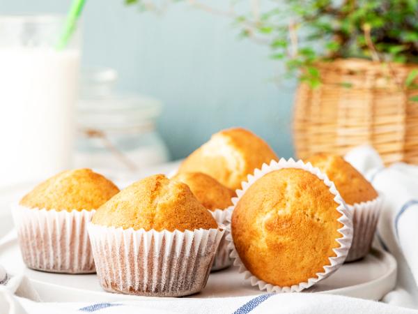 マフィンなどの焼き菓子に使う小麦粉の一部をおからパウダーに置き換え