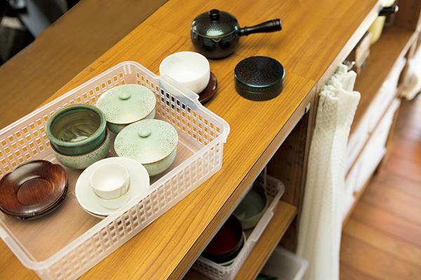 お茶の用意などはカウンターの上で。いちいち道具をテーブルまで運ぶ必要がない