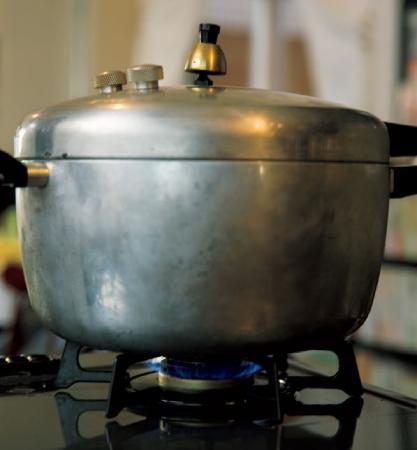 4.圧力鍋で炊く