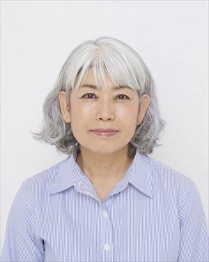 地原由利子さん66歳 グレイヘア挑戦前の写真