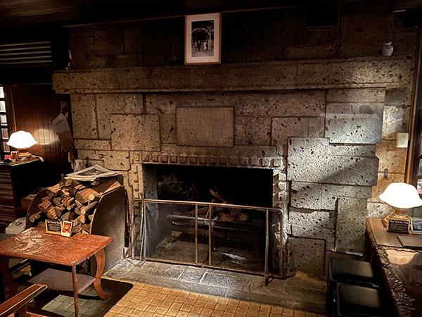 バー デイサイトの暖炉