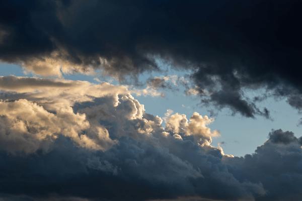 天気のよる紫外線量の違い