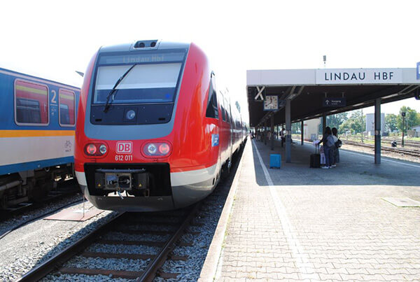 リンダウ駅で列車を降り、フェリーでドイツ・スイス・オーストリアにまたがるボーデン湖を渡ります