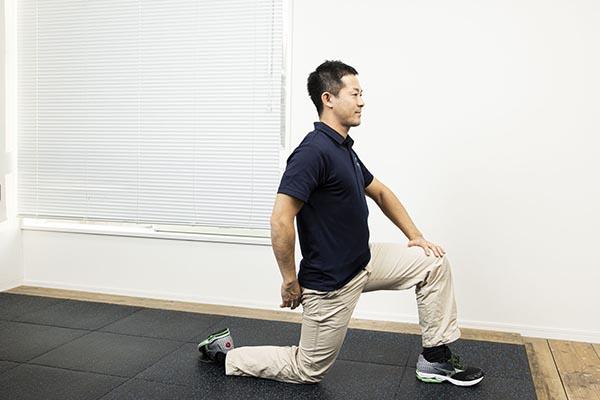 寝起きの腰が痛いのを防ぐストレッチ1
