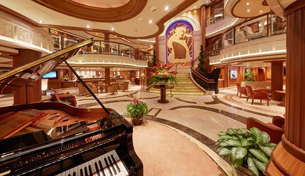 豪華客船の「クイーン・エリザベス」