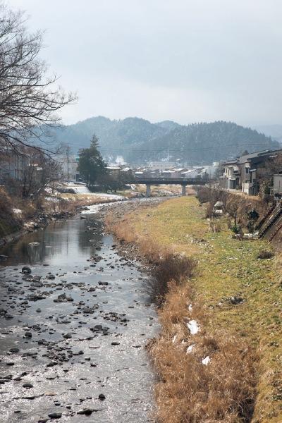 久子さんが幼少期を過ごした家のそば。冬場は寒さが厳しく、雪で白く染まります