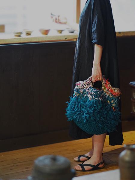 手作りのバッグも、かごバッグ風です