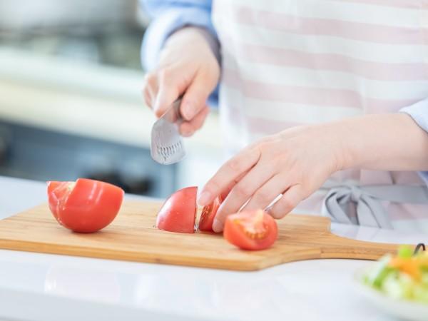 生のままトマトを冷凍する方法