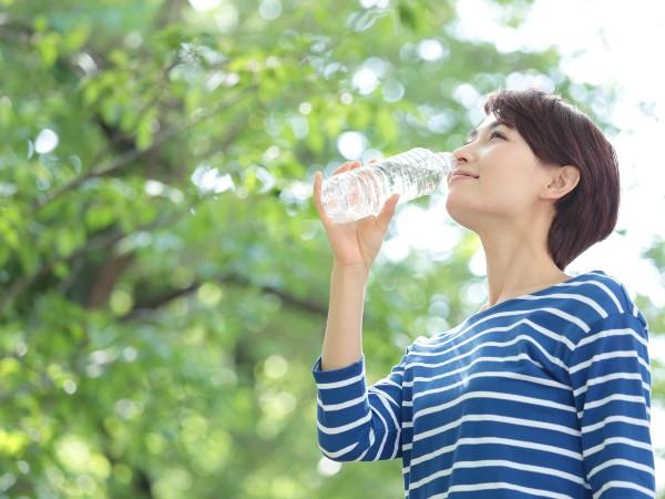 脱水症を予防するには意識的に水を飲むことが大切