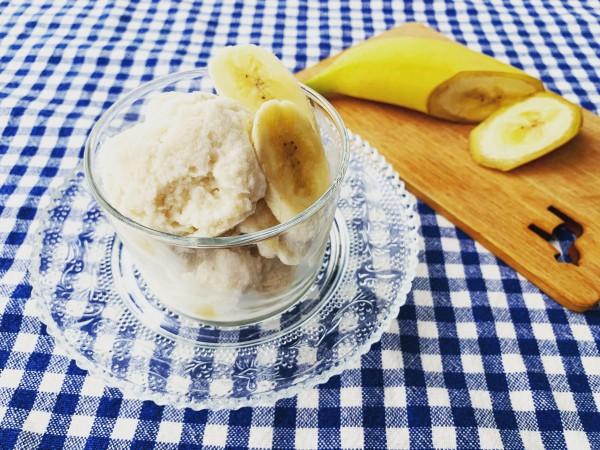 市販のアイスクリームよりも溶けやすいので、お皿に盛ったら、すぐに食べてください。