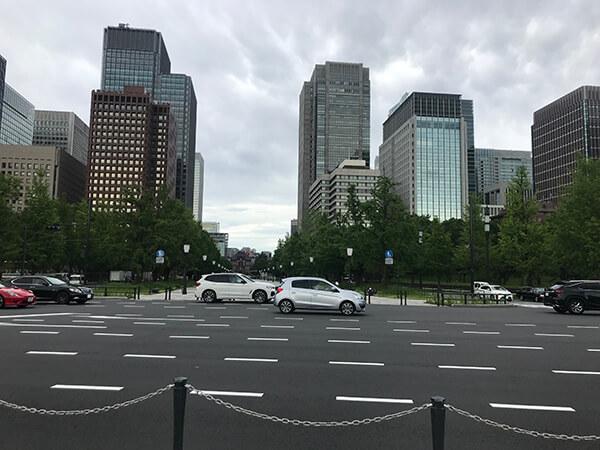 奥に東京駅
