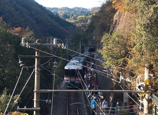 田本駅のホームはとても狭い